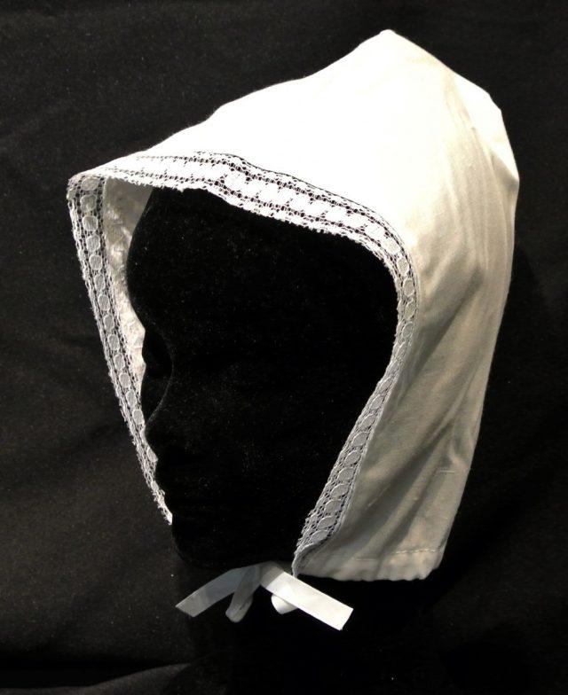 Bonnette avec dentelle tissu