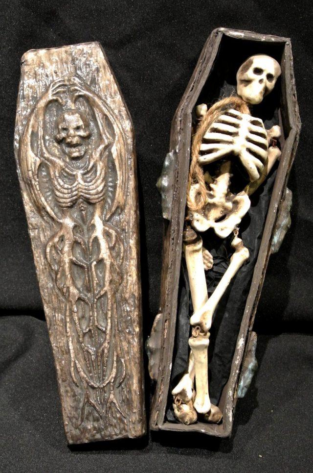 Halloween Cercueil avec squelette PM