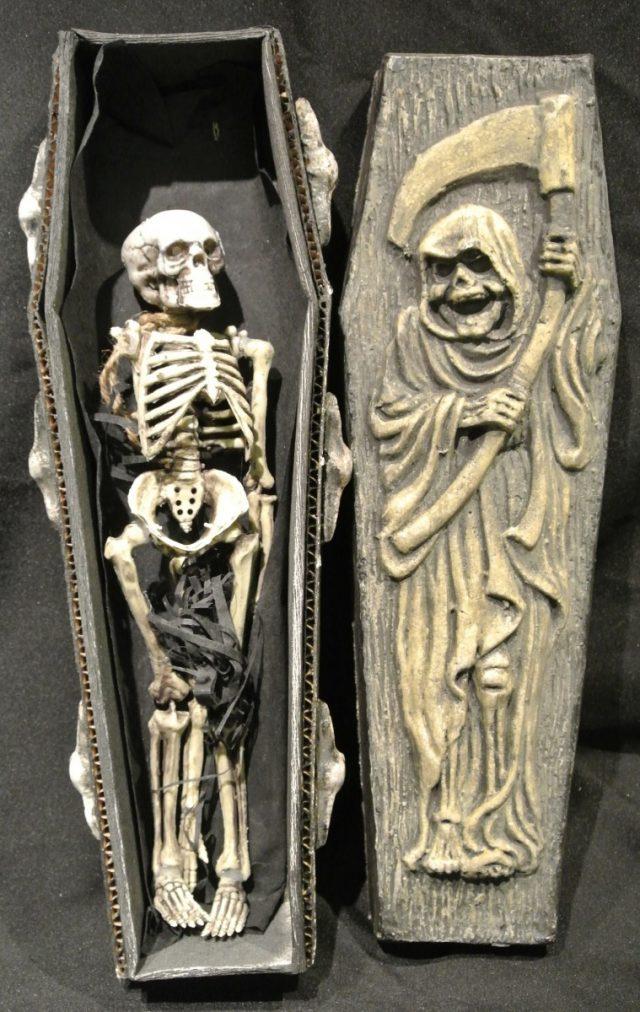 Halloween Cercueil Gothique avec Squelette 53 cm